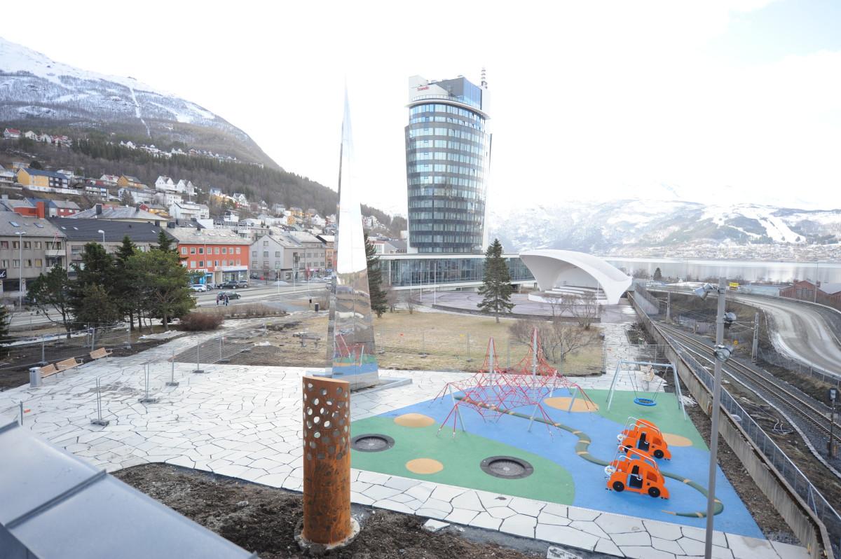 Lekeplassen på sørsiden av bygget. Foto: Rune Dahl