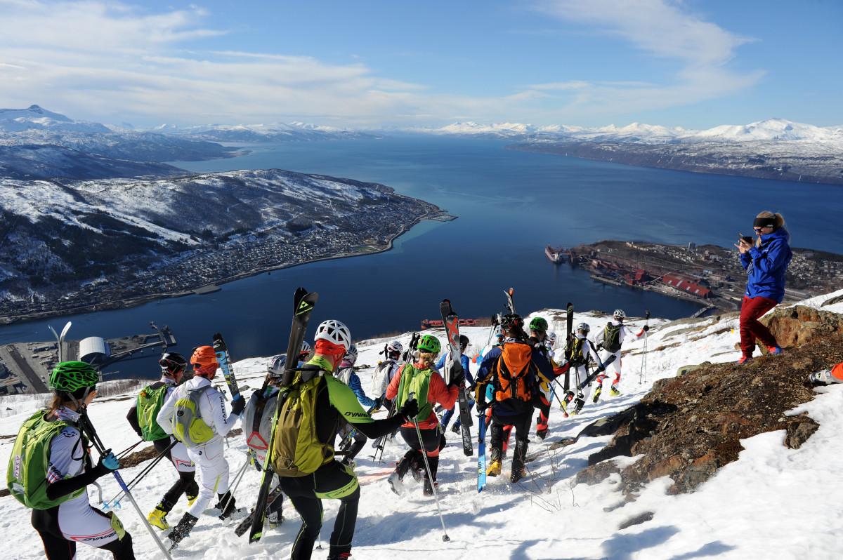 Startfeltet legger av gårde fra Øvre Fjellheisstasjon. Foto: Rune Dahl