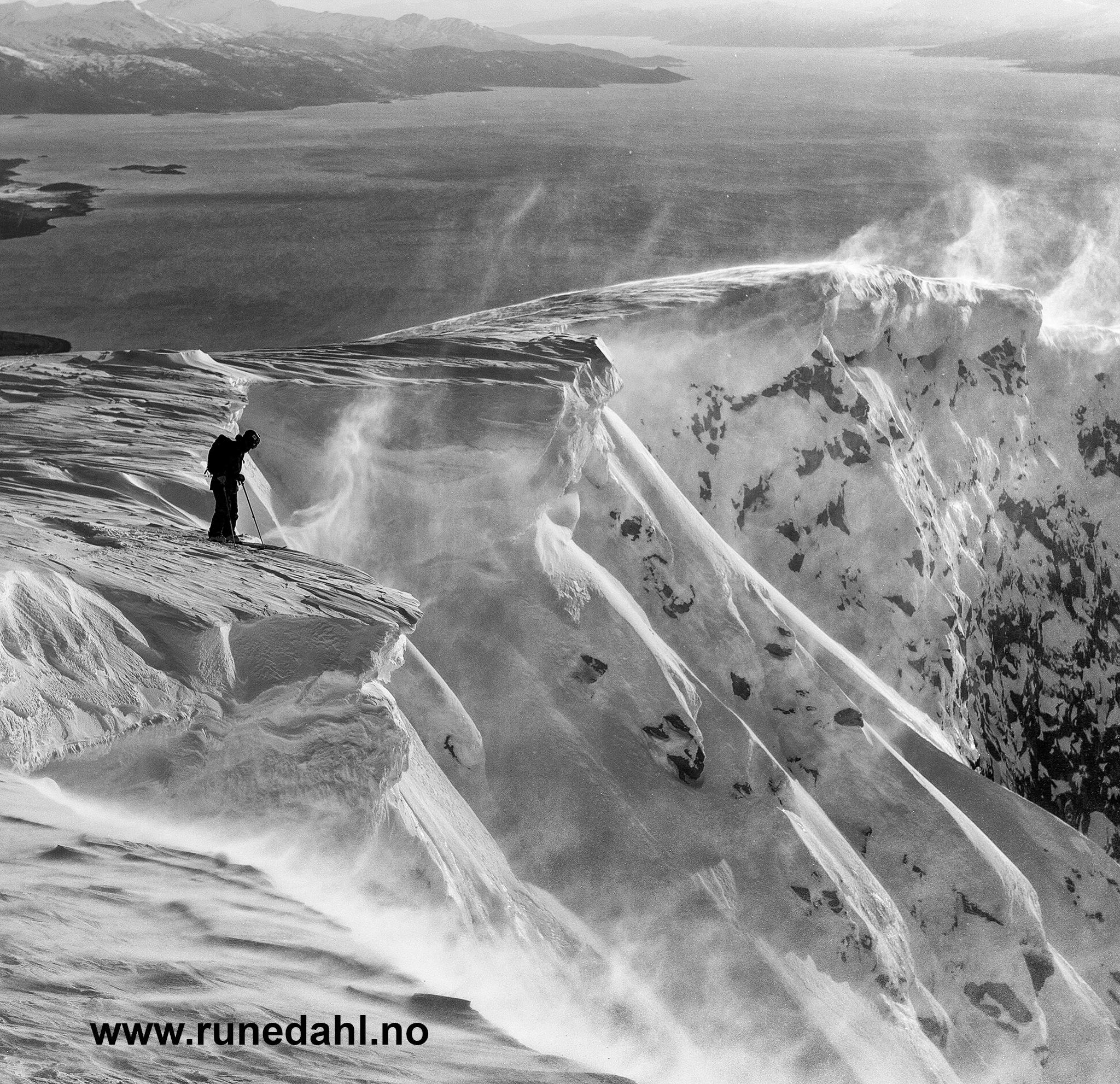 Johan Jonsson venter på klarsignal fra fotograf Fredriksson. Foto: Rune Dahl