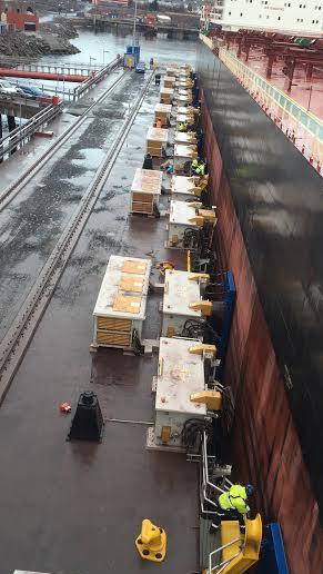 Uten trosser er bulkskipet fortøyd i Narvik. Foto: Cavotec