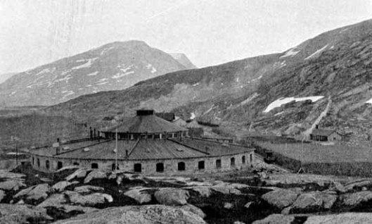 Den gamle lokstallen nært norskegrensen