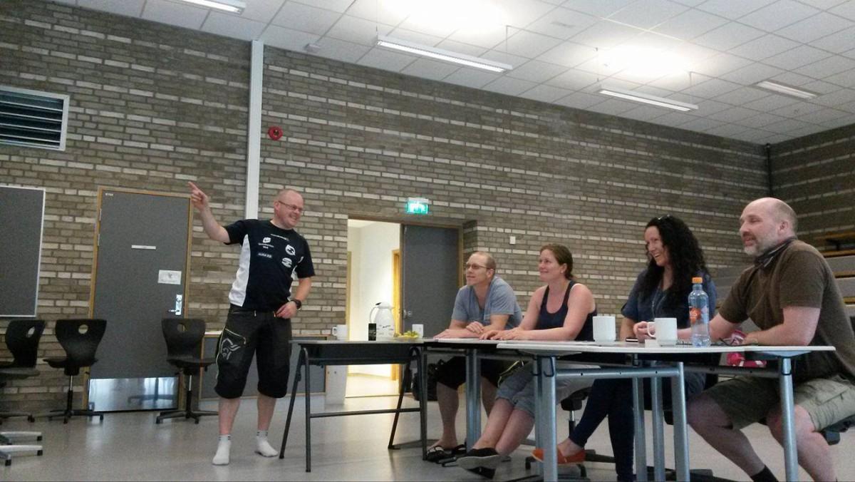 Fra klasserommet, til venstre instruktør Kjell Eirik Irgens Henanger, Bjørnar Schau, Jeanette Larsen, Renate Remlo og Roar A. Olsen.