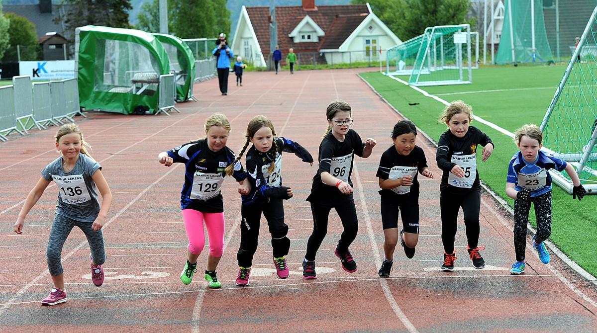 Rekruttklassen Jenter 6-10 år gir seg avgårde på 600 meter. Foto: Rune Dahl
