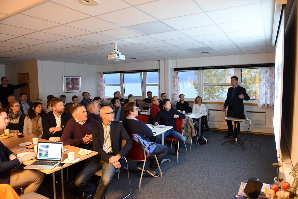 Narvikfjellets Harald Kuraas slapp nyheten om nytt lysanlegg i Tredjebakken under et frokostmøte på Forskningsparken i Narvik.