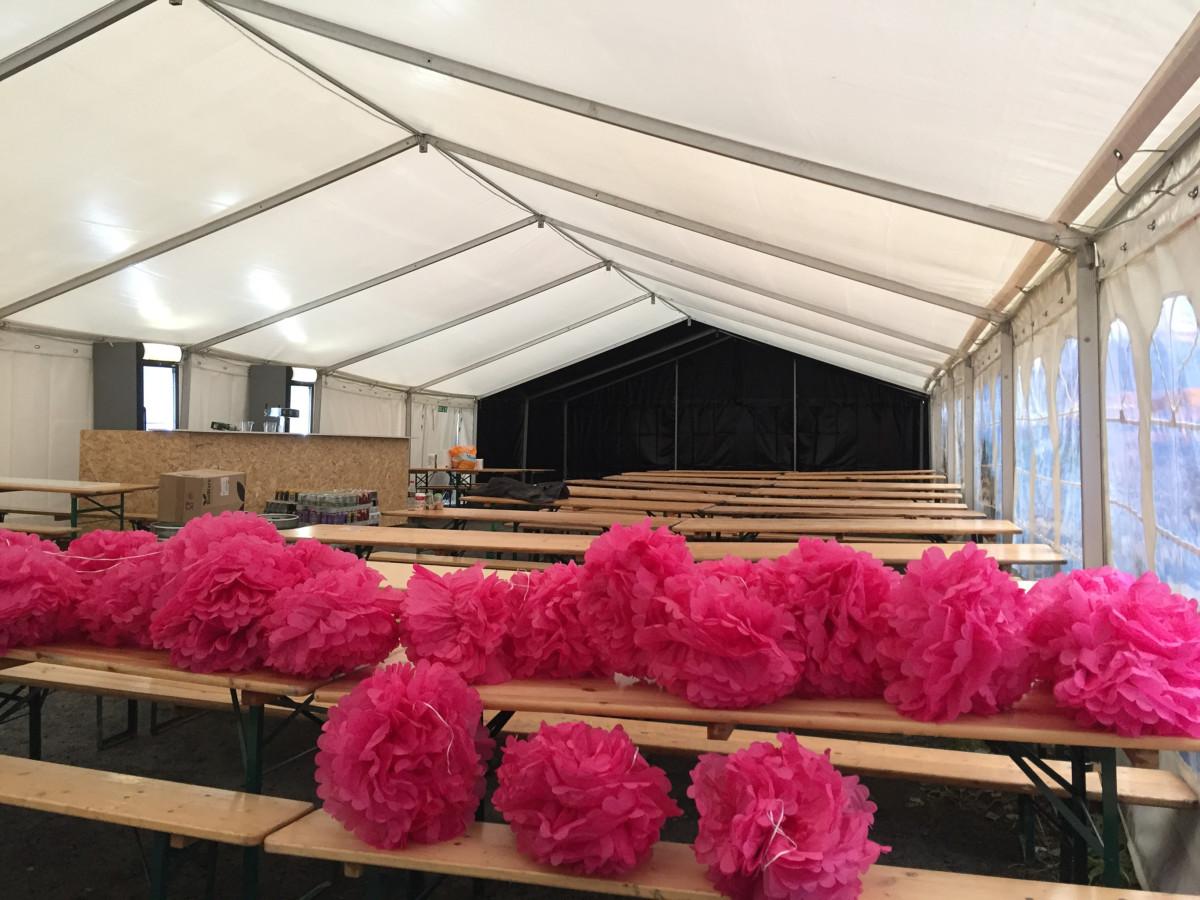 Klokken 20 i kveld åpner Oktoberfest-teltet på parkeringen ved Astrupgården.