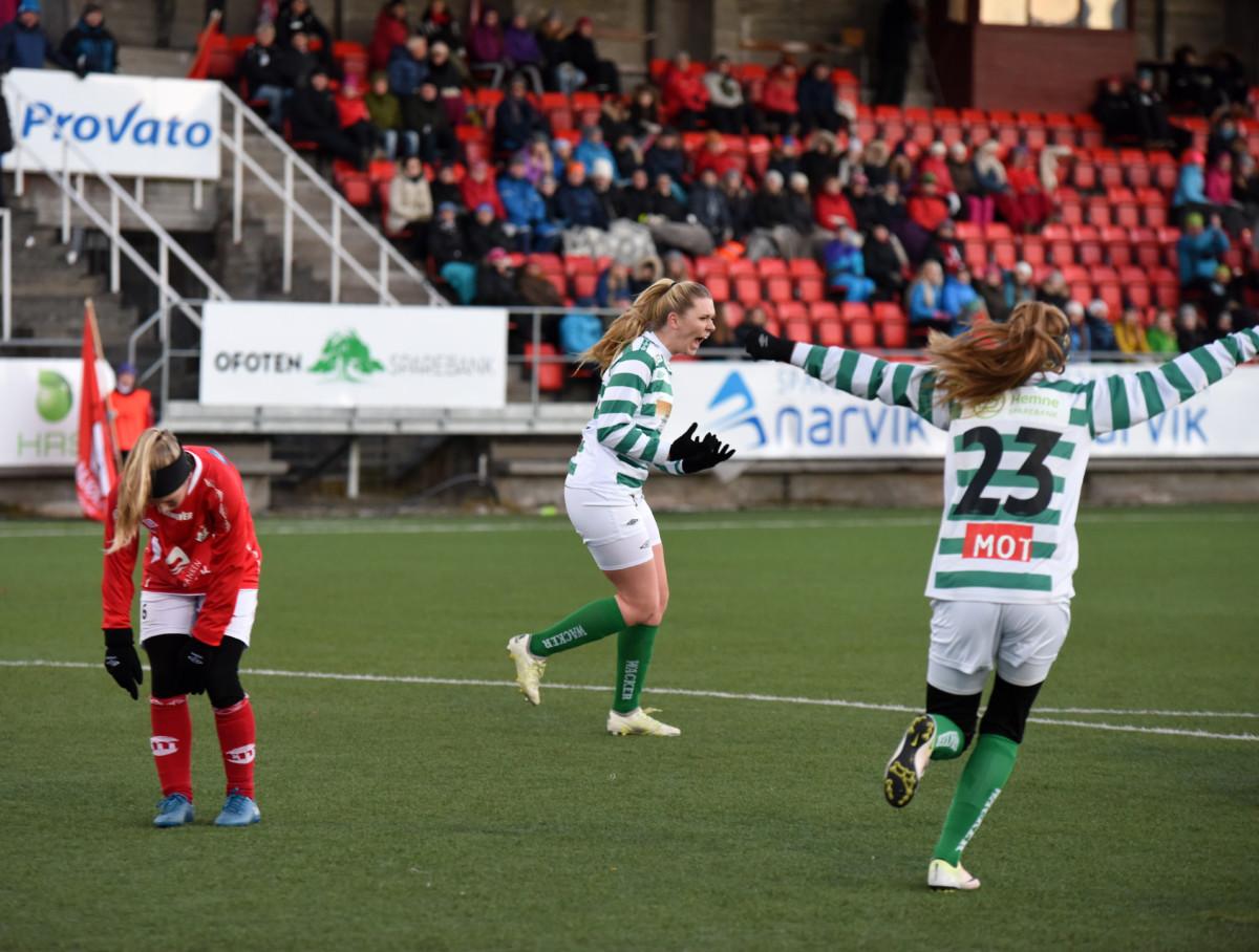 Glede og sorg. Kil / Hemne har punktert kampen og Mjølnerdamene resignerer. Foto: Rune Dahl